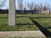 Dieses Mahnmal erinnert an die Bomnardierung Dresdens am 13. Februar 1945 / By DP-1 (Own work) [Public domain], via Wikimedia Commons; https://commons.wikimedia.org/wiki/File%3AAnnenfriedhofGedenktafel.jpg