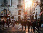 Offene Gesellschaft / Menschen in der Stadt / Quelle: Pixabay, lizenzfreie Bilder, open library: https://pixabay.com/de/st%C3%A4dtischen-menschen-menge-b%C3%BCrger-438393/