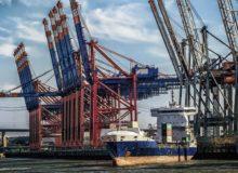 Hamburger Hafen / Quelle: Pixabay, lizenzfreie Bilder, open library: https://pixabay.com/de/hamburg-hafen-terminal-kr%C3%A4ne-3082070/
