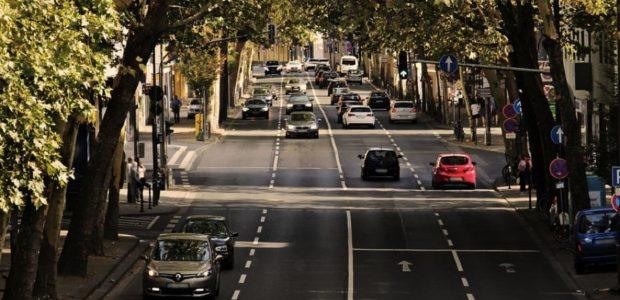 Verkehr / Quelle: Pixabay, lizenezfrei Bilder, open library: https://pixabay.com/de/verkehr-fortbewegung-fahrbahn-3612474/