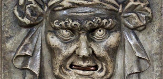 "Ein ""Loewenmaul"" (Bocca di Leone) am Dogenpalast in Venedig. In der Republik Venedig konnten Denunzianten ihre geheimen Anzeigen in solche ""Loewenmaeuler"" einwerfen. / Quelle: Wikipedia: Berthold Werner [Public domain], from Wikimedia Commons; https://commons.wikimedia.org/wiki/File:Venedig_BW_1.JPG"