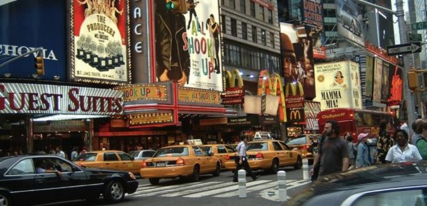 Times Square in Manhattan / Quelle: Pixabay, lizenezfreie Bilder, open library: https://pixabay.com/de/times-square-manhattan-st%C3%A4dtischen-401652/