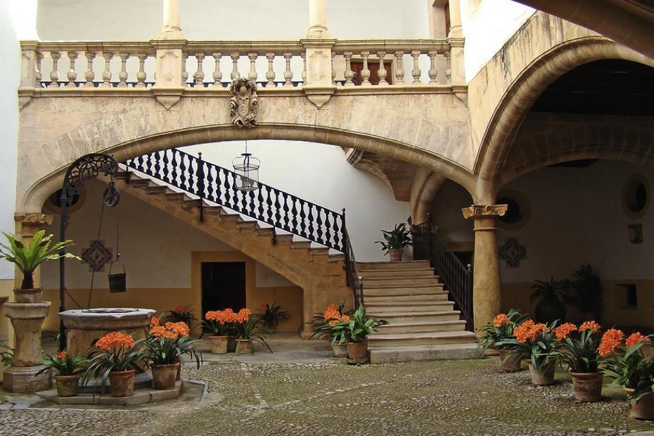 Wohnen auf Mallorca / Quelle: Pixabay, lizenezfreie Bilder, open library: https://pixabay.com/de/geb%C3%A4ude-architektur-mallorca-500295/