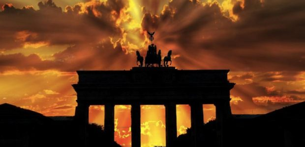 Brandenburger Tor in Berlin / Pixabay, lizenezfreie Bilder, open library: https://pixabay.com/de/photos/brandenburger-tor-abendd%C3%A4mmerung-201939/