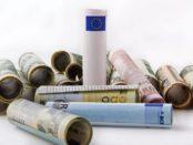 Geld / Quelle: Pixabyay, lizenezfreie Bilder, open library: https://pixabay.com/de/photos/euro-dollar-die-europ%C3%A4ische-union-1974711/