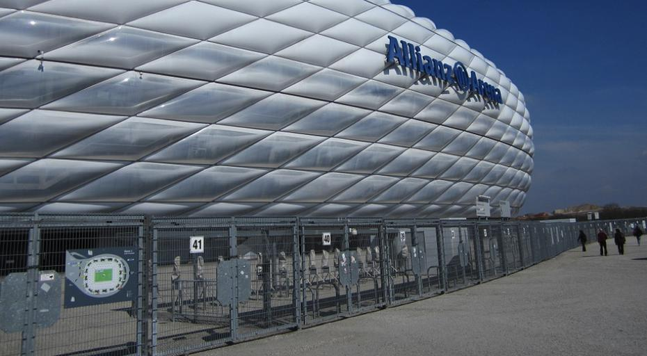 Allianz Arena / Quelle: Pixabay, lizenzfreie Bilder, open library: https://pixabay.com/de/photos/m%C3%BCnchen-allianzarena-fc-bayern-675015/