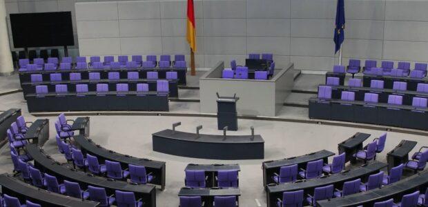 Plenarsaal des Bundestages / Quelle: Pixabay, lizenzfdreie Bilder, open library: clareich, https://pixabay.com/de/photos/bundestag-regierung-politik-369049/