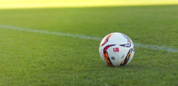 DFB / Fußball-Bundesliga / Quelle: Pixabay, lizenezfreie Bilder, open library, Moinzon, https://pixabay.com/de/photos/fu%C3%9Fball-bundesliga-ball-stadion-1439082/