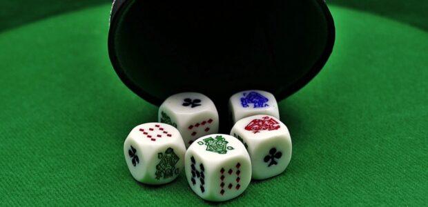 Pokerwuerfel / Quelle: Pixabay, lizenzfreie Bilder, open inbrary, HOerwin56, https://pixabay.com/de/photos/pokerw%C3%BCrfel-gl%C3%BCcksspiel-poker-3891482/