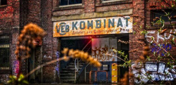 Lebensverhältnisse in Ostdeutschland / DDR VEB Kombinat / Quelle: Pixabay, lizenezfreie Bilder, open library: Tama66, https://pixabay.com/de/photos/fabrik-industrie-werk-fabrikhalle-3299455/
