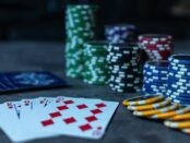 Poker / Quelle: Pixabay, linzenzfreie Bilder, open library: https://pixabay.com/de/photos/poker-pokerchips-karten-spiel-3956037/