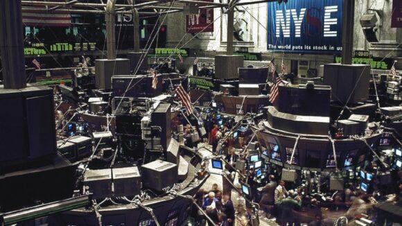 New York Stock Exchange Boerse /Quelle: Pixabay, lizenzfreie Bilder, open library: https://pixabay.com/de/photos/b%C3%B6rse-handelssaal-new-york-738671/