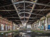 Altes, leeres Fabriklager / Quelle: Pixabay, lizenezfreie Bilder, open library; Tama66; https://pixabay.com/de/photos/halle-lager-lost-places-1929422/