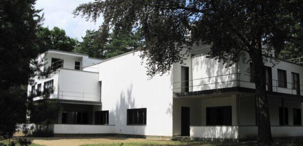 Bauhaus Architektur / Quelle: Pixabay, lizenezfreie Bilder, open libnrary; Monnglow: https://pixabay.com/de/photos/architektur-bauhaus-dessau-1574303/
