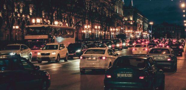 Minsk bei Nacht / Quelle: Pixabay, lizenzfreie Bilder, open library: A_Matskevich;https://pixabay.com/de/photos/minsk-belarus-sowjetunion-stra%C3%9Fe-4420393/