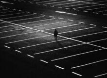 Dunkelheit Nacht / Quelle: Pixabay, lizenezfreie Bilder, open library: harutmovsisyan;https://pixabay.com/de/photos/stadt-parkplatz-person-mann-d%C3%BCster-1487891/