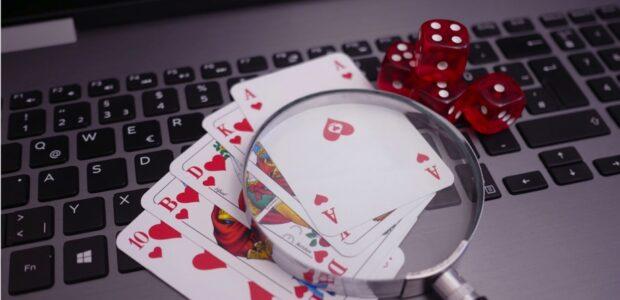 Gluecksspiel Poker / Quelle: Pixabay, lizenezfreie Bilder, open library: besteonlinecasinos; https://pixabay.com/de/photos/poker-online-poker-kasino-gambling-4518181/