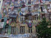 Berlin Kreuzberg / Quelle: Pixabay, lizenzfreie Bilder, open library: Spinnheike; https://pixabay.com/de/photos/berlin-kreuzberg-friedrichshain-113823/