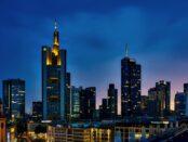 Skyline Frankfurter Bankenviertel / Quelle: Pixabay, lizenzfreie Bilder, open library: 12019;https://pixabay.com/de/photos/frankfurt-deutschland-panorama-1804481/