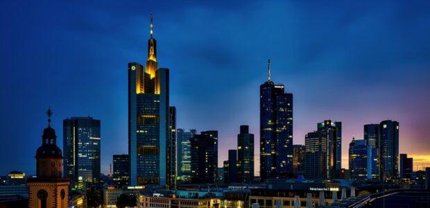 Schuldenkrise / Skyline Frankfurter Bankenviertel / Quelle: Pixabay, lizenzfreie Bilder, open library: 12019;https://pixabay.com/de/photos/frankfurt-deutschland-panorama-1804481/