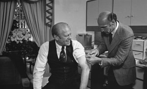 440px-President_Ford_receives_a_swine_flu_inoculation_-_NARA_-_7064718.jpg