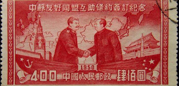 Linksextremisms / Chinesische Briefmarke mit Josef Stalin und Mao Tse Tung / Quelle: Pixabay, lizenzfreie Bilder, open library: Wikilmages; https://pixabay.com/de/photos/briefmarke-h%C3%A4ndesch%C3%BCtteln-handschlag-62921/