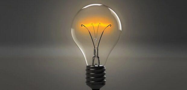 Glühbirnen / Quelle: Pixabay, lizenzfreie Bilder, open library: qimono; https://pixabay.com/de/illustrations/gl%C3%BChbirne-birne-licht-idee-energie-1875247/