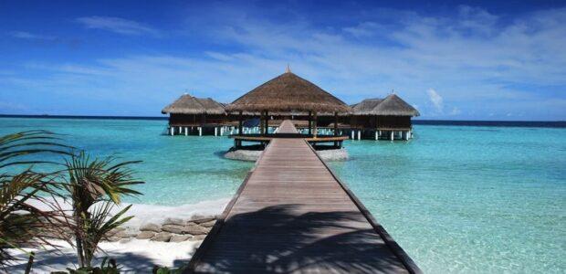 Reisen Urlaub / Quelle: Pixabay, lizenzfreie Bilder, open library: romaneau; https://pixabay.com/de/photos/strand-resort-anlegestelle-pier-666122/