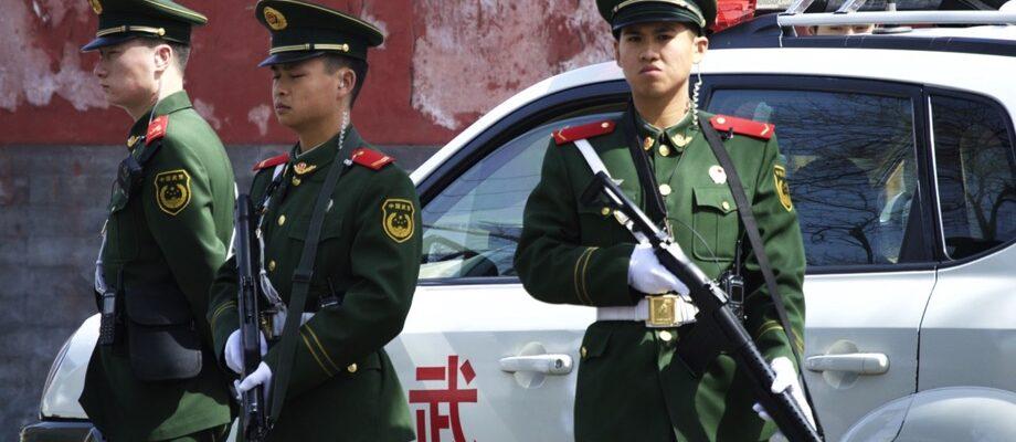 China Peking Polizisten / Quelle: Pixabay, lizenzfreie Bilder, open library: laborge7; https://pixabay.com/de/photos/polizei-pflicht-offizielle-china-754567/
