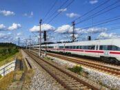 Deutsche Bahn AG / Quelle: Pixabay, lizenzfreie Bilder, open library; holzijue: https://pixabay.com/de/photos/verkehrssystem-zug-station-3228041/