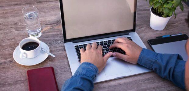 Homeoffice / Heimarbeit / Quelle: Pixabay, lizenzfreie Bilder, open library: lukasbieri; https://pixabay.com/de/photos/homeoffice-programmieren-2452806/
