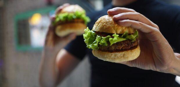 Vegane Burger / Quelle: Pixabay, lizenzfreie Bilder, open library: FreToUseSounds;https://pixabay.com/de/photos/hamburger-vegan-vegetarisch-2453359/