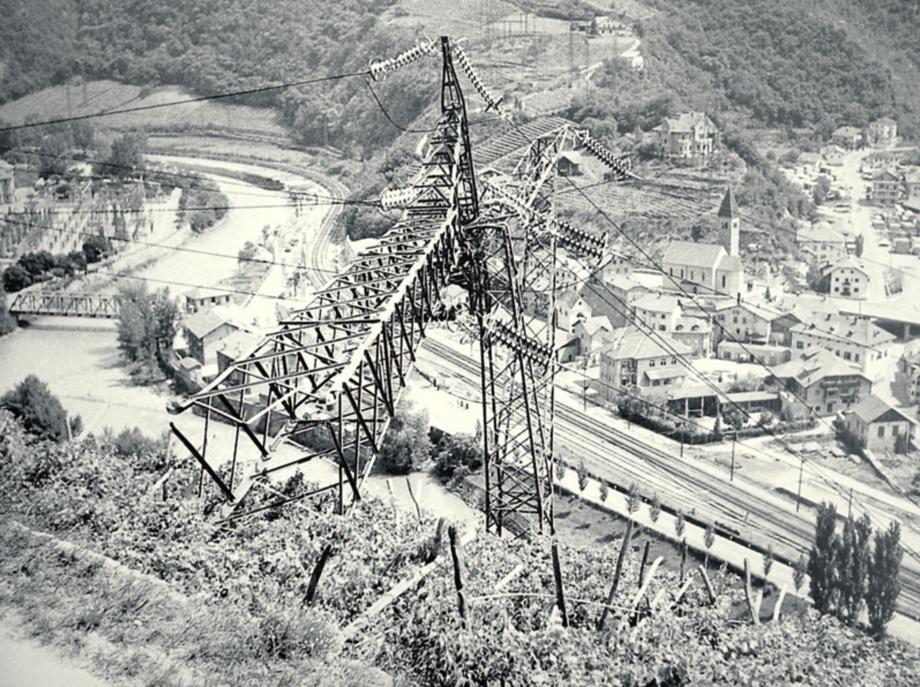 In der Südtiroler Feuernacht gesprengter Strommast. Foto: SHB/SSB