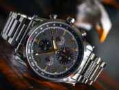 Armbanduhr / Quelle: Pxels, lizenzfreie Bilder, open library: Fernando Arcos; https://www.pexels.com/de-de/foto/silber-verbundenes-armband-silber-und-schwarz-runde-chronograph-uhr-190819/